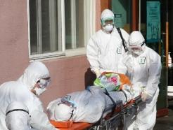 [사진] 이송되는 청도대남병원 환자