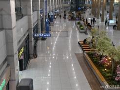 한산한 인천공항 입국장