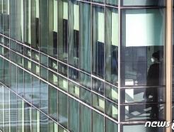 [사진] 코로나19 확산 여파...'빌딩 밖은 위험해'