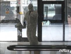 [사진] 이화여대, 재학생 가족 확진판정 '건물 일부 폐쇄·방역작업'