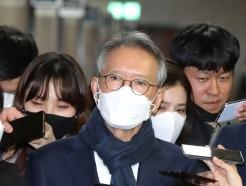 [사진]공천 면접 들어서는 김형오 공관위장
