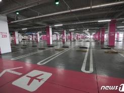 [사진] '공항 이용객 급감' 한산한 공항 주차장