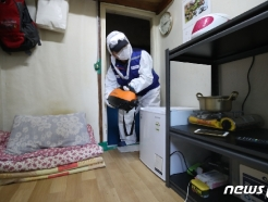 [사진] 코로나19 '쪽방촌 내부도 꼼꼼한 방역'