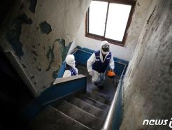 [사진] 코로나19 '방역으로 확산 막는다'
