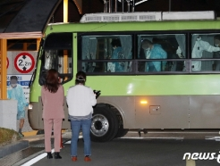 [사진] 국립정신건강센터로 이송된 청도 대남병원 코로나19 확진자들