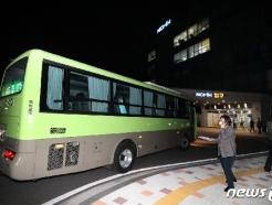 [사진] 서울 도착한 청도 대남병원 코로나19 확진자 탑승 버스