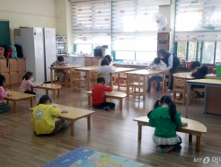 '긴급돌봄교실도 사회적 거리 지키며'