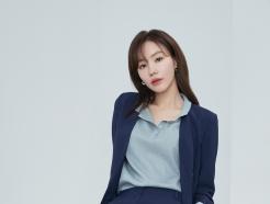 배우 김아중, 화보 속 슈트 패션…오피스룩으로 '딱'