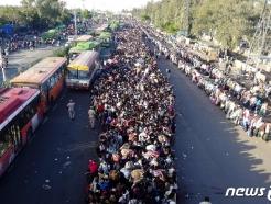 [영상] 인도, 수십만 명 '도시대탈출'…뉴델리 '아수라장'