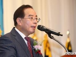 """하윤수 교총 회장, 36일 만에 코로나 완치 퇴원…""""심려 끼쳐 죄송"""""""