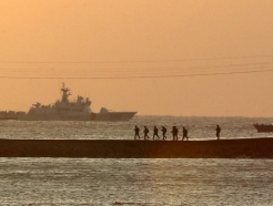 바다에 빠뜨린 동료 총기 찾다…해병대 부사관 숨져