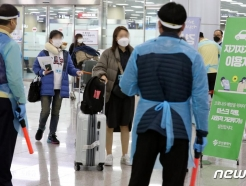서울시 확진자 17명 중 13명 해외입국