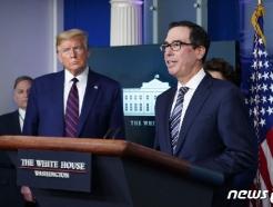 [사진] 므누신 재무 발언듣는 트럼프