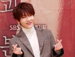 초신성 출신 배우 윤학, 코로나 확진…韓연예인 첫사례