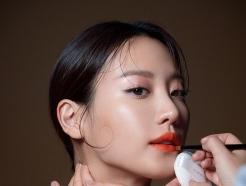 수현, 메이크업 화보 촬영장 공개…또렷한 이목구비 '눈길'