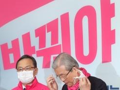 [사진]긴급 기자회견 갖는 김종인