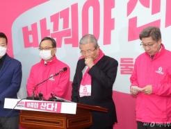 [사진]후보자 막말 논란에 기자회견하는 김종인