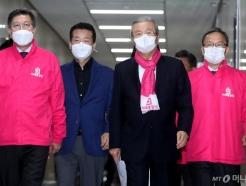 [사진]후보자 막말 논란 긴급 기자회견 참석하는 김종인