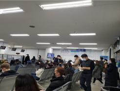 """추미애, '체류 만료 임박' 외국인 6만명 직권 연장…""""코로나 확산 방지"""""""