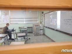 [사진] 온라인 개학식...교실엔 선생님만