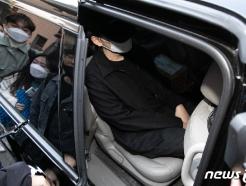[사진] 장제원 의원 아들 래퍼 노엘 '음주운전 공판 마치고 묵묵부답'