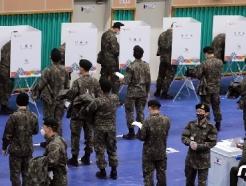 [사진] 군장병 투표 열기