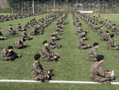 [사진] 투표대기하는 군 장병들