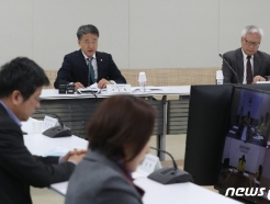 [사진] 생활방역위원회 주재하는 박능후 장관