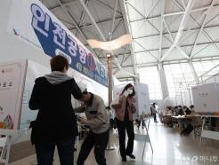 [사진]사전투표하는 유권자들