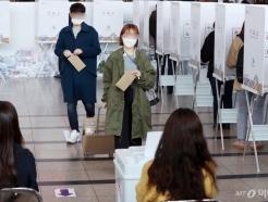 [사진]사전투표 첫날, 소중한 한표 행사