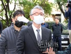 '미공개 정보 주식거래 혐의' 문은상 대표, 영장실질심사 출석