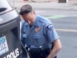 흑인 남성 목 찍어눌러 사망케 한 美경찰 '살인 혐의' 기소