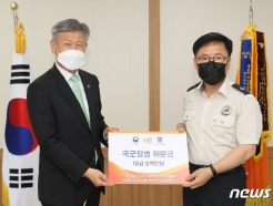 [사진] 대구소방안전본부에 위문금 전달하는 박삼득 보훈처장