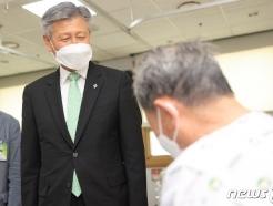 [사진] 국가유공자 입원 환자 만난 박삼득 보훈처장