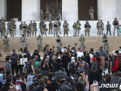플로이드 사망 항의 시위, LA폭동과 어떻게 다를까?