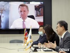 [사진] 박양우 장관 '영국 디지털문화미디어체육부 장관과 화상회의'