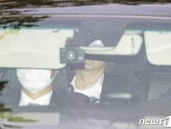 [사진] 대검 청사 나서는 윤석열 검찰총장