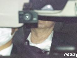 [사진] 9시간 회의 마치고 대검 나서는 윤석열 총장
