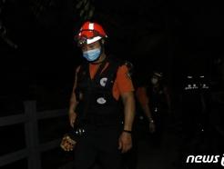 [사진] 야간 수색하는 119 구급대