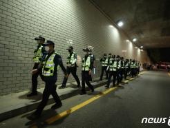 [사진] 야간수색 이어가는 경찰