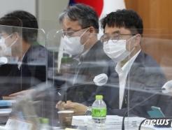 [사진] 최저임금위원회 6차 전원회의 속개하는 박준식 위원장