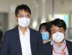 [사진] 최저임금위 전원회의장 향하는 박준식 위원장과 권순원 공익위원