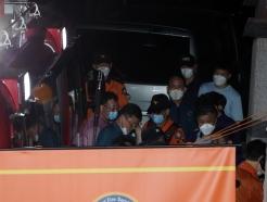 [사진]박원순 시장 수색 상황 살피는 경찰병력 및 구급대