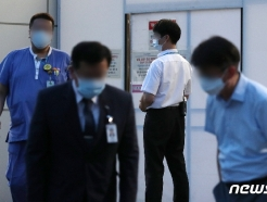 [사진] 분주하게 움직이는 서울대병원 관계자들