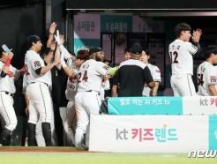 [★수원리뷰] '13안타 폭발·쿠에바스 역투' <strong>KT</strong>, 삼성 8-3 완파! 삼성 3연패 수렁