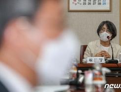 [사진] 회의 진행하는 김영란 대법원 양형위원회 위원장
