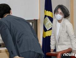 [사진] 대법원 양형위원회 참석하는 김영란 위원장