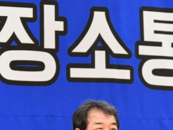 [사진] 소통간담회서 답변하는 김충섭 김천시장