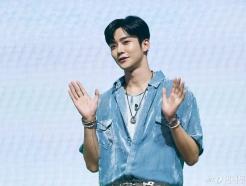 "SF9 로운, 허리와 무릎 통증 호소…FNC ""당분간 휴식"""
