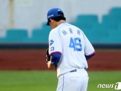 [사진] 삼성 선발 허윤동 '씁쓸하네'